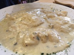 Ravioli de queso y pera