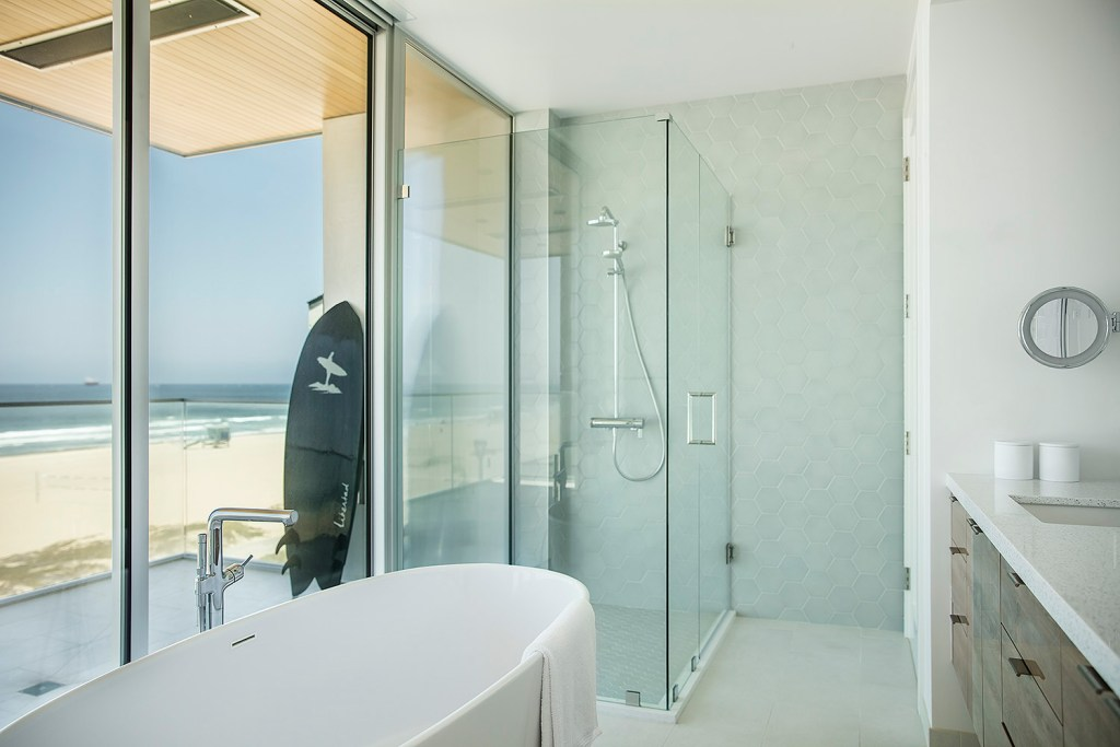 Maximized Views · Modern · Manhattan Beach New Home