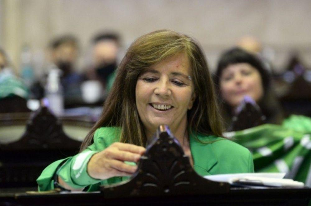 En medio de los rumores, Gabriela Cerruti renunció a su banca de diputada