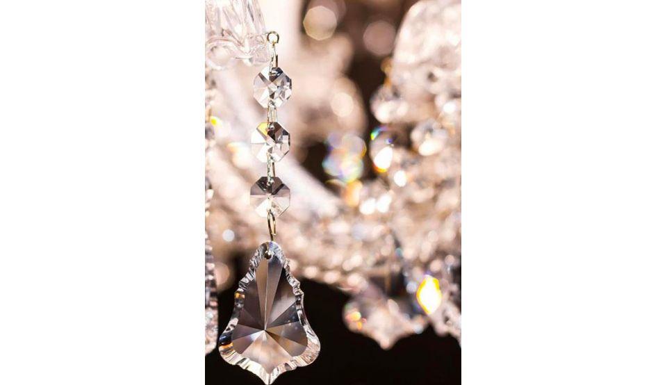 Sia nelle case moderne che in quelle in stile classico il lampadario in vetro o cristallo non passa mai di moda, perché si adatta ad ogni arredamento e dona eleganza e luce; Come Pulire Lampadari In Ottone E Con Pendenti Lmillumina