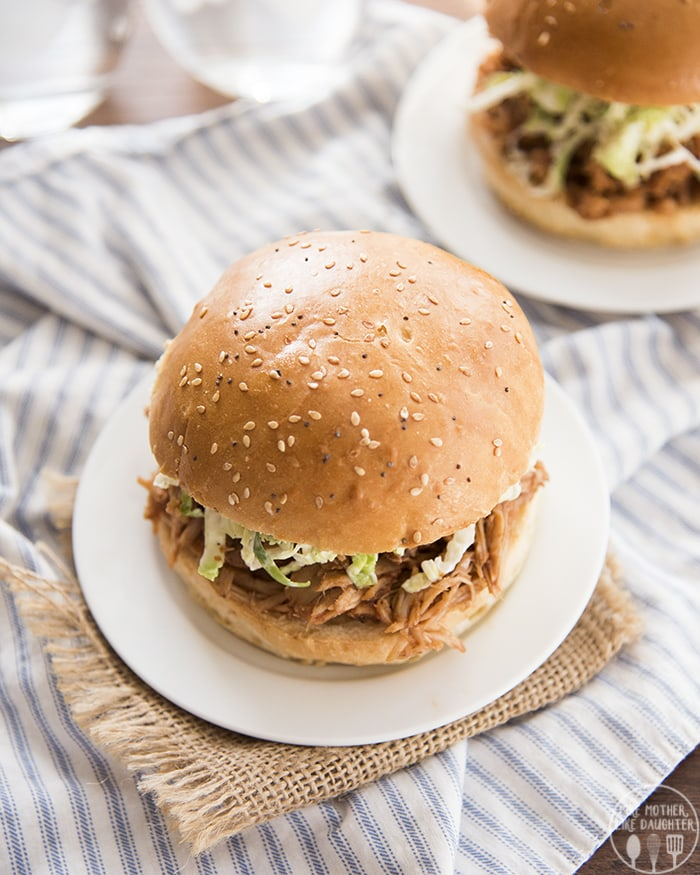Slow Cooker Pulled Pork with barbecue sauce!