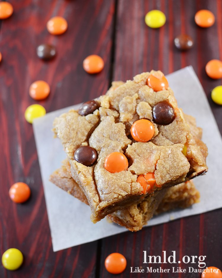 Reeses's Pieces Peanut Butter Blondies - These blondies have a rich peanut butter flavor stuffed full of lots of reeses's pieces for an amazing dessert. Be sure to serve with a big glass of milk!