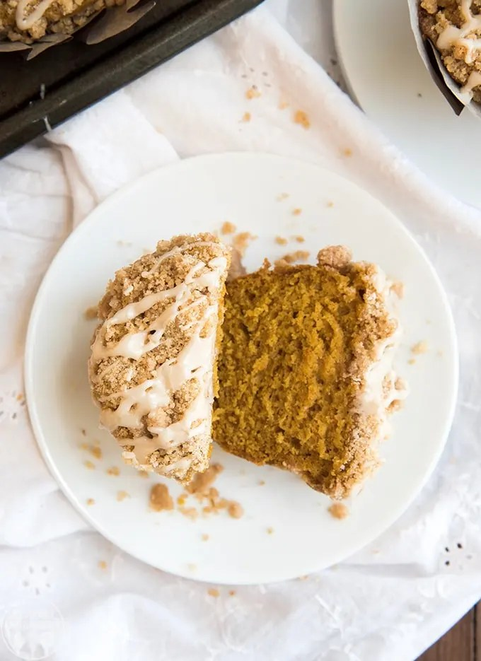 The best pumpkin muffins recipe, the muffins are sweet, light, and delicious topped with an amazing crumb topping and vanilla icing.