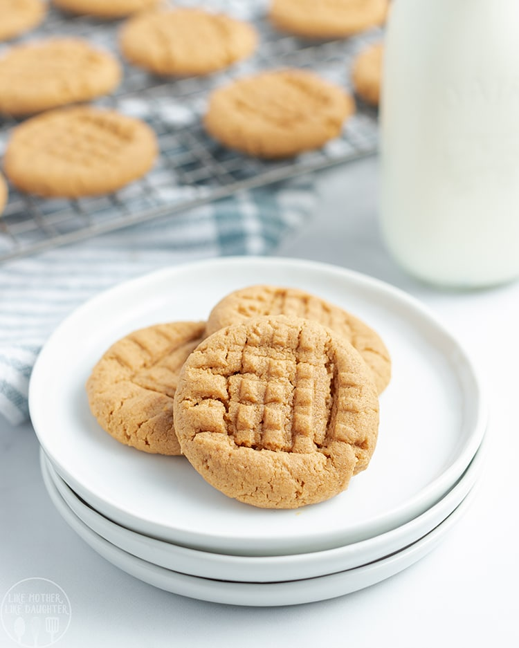 Flourless Peanut Butter Cookies are a perfect soft and chewy peanut butter cookie