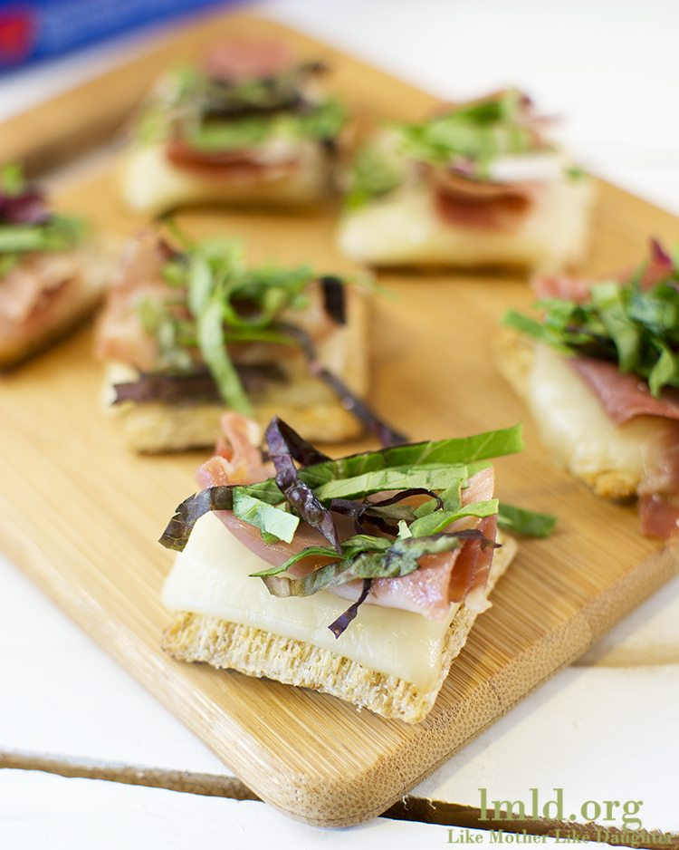Proscuitto and Mixed Greens Triscuit Cracker #TriscuitSnackoff