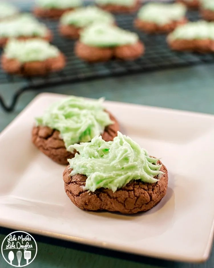 Mint Brownie Cookies - these easy to make mint brownie cookies are made with a boxed mix of brownies, for an easy dessert topped with a simple mint frosting. The perfect mint and chocolate combo.