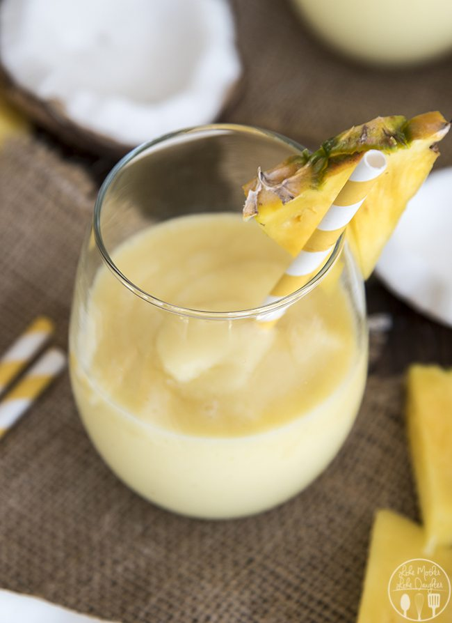 how to make a pina colada smoothie that you can enjoy all year long!