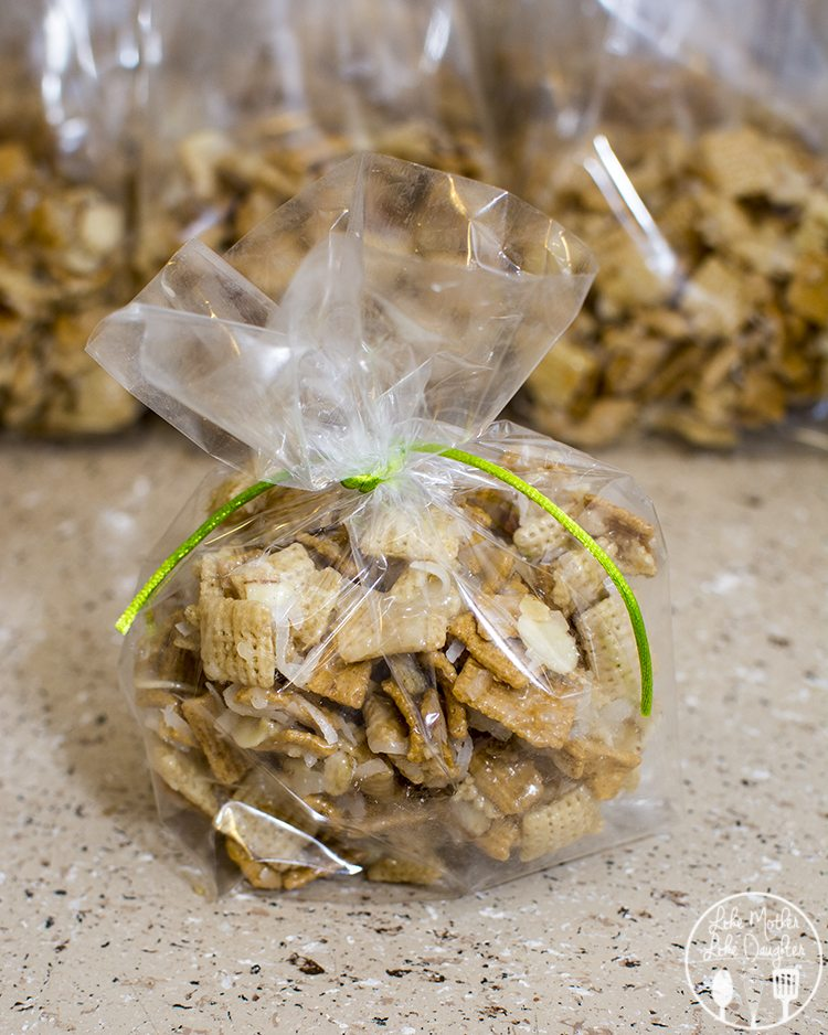 gooey coconut almond chex mix - this delicious sweet and gooey chex mix is stuffed full of almond slices, chex, golden grahams and coconut for an amazing trea you won't be able to resist. Perfect for sharing for neighbor gifts or at a party!