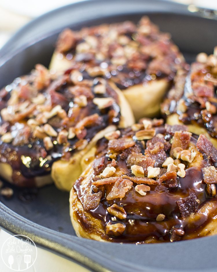 Candied Bacon Caramel Pecan Rolls - These Candied Bacon Caramel Pecan Rolls are a perfect combo of sweet and salty for breakfast with a delicious and tasty homemade candied bacon topping.