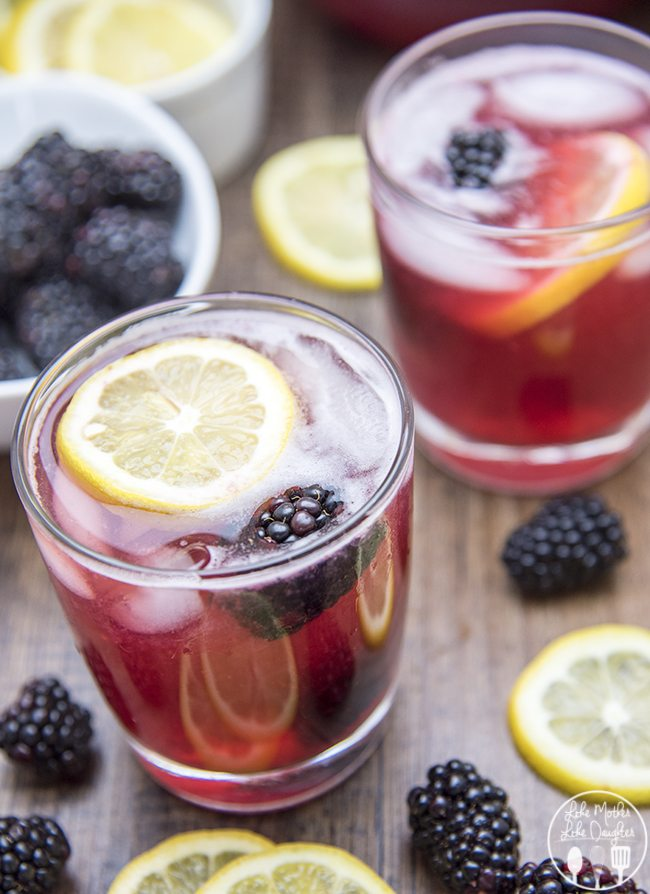 Blackberry Lemonade - This refreshing drink is flavorful, sweet and so delicious. Its the perfect summer time drink!