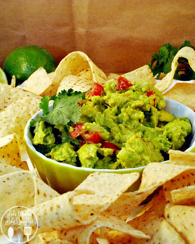 Chunky Guacamole - This chunky guacamole is full of chopped onion and tomatoes. Its delicious served with tortillas for delicious avocado goodness!