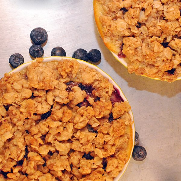 Blueberry Custard Crumb Tarts, perfectly blueberry sweet custard filling tarts topping with a crunchy crumb and just right for two.