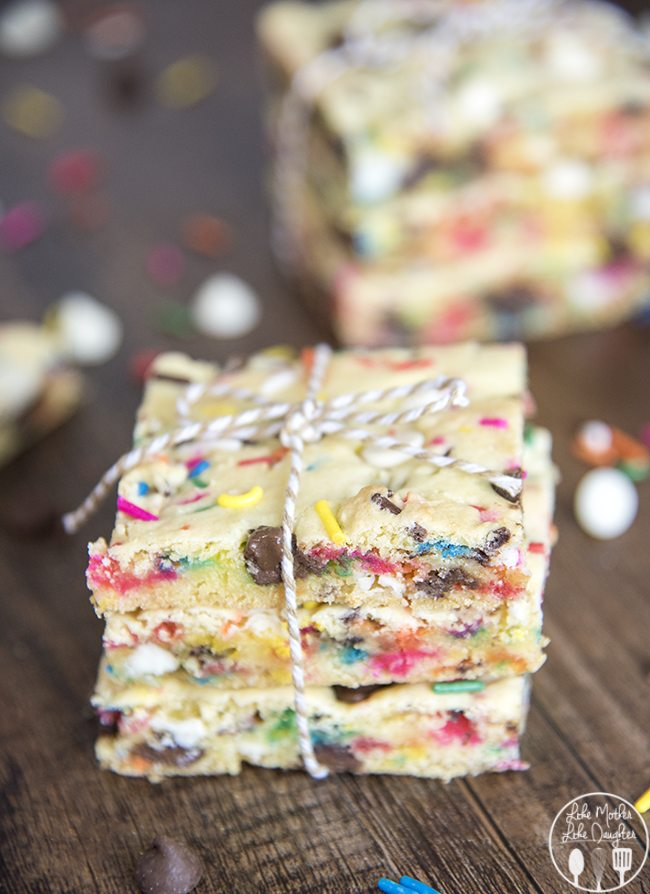 Cake Batter Blondies - these easy to make cake batter cookie bars have the great taste of cake batter, filled with lots of sprinkles, milk chocolate and white chocolate chips. They're quick to make and absolutely delicious!