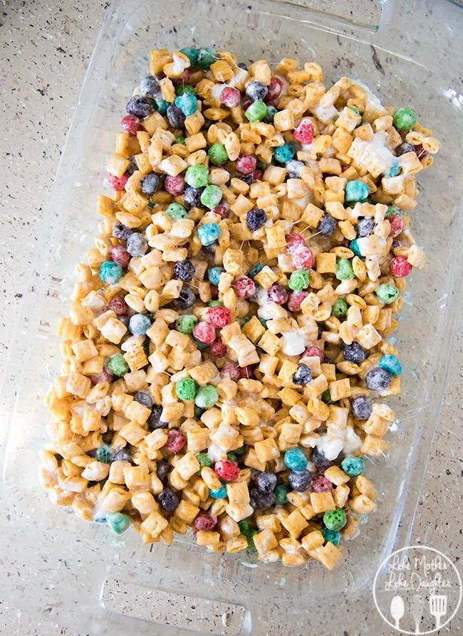 Captain crunch rice krispies are gooey cereal bars made with captain crunch cereal and marshmallows! They're the perfect snack for Cap'n Crunch lovers!1