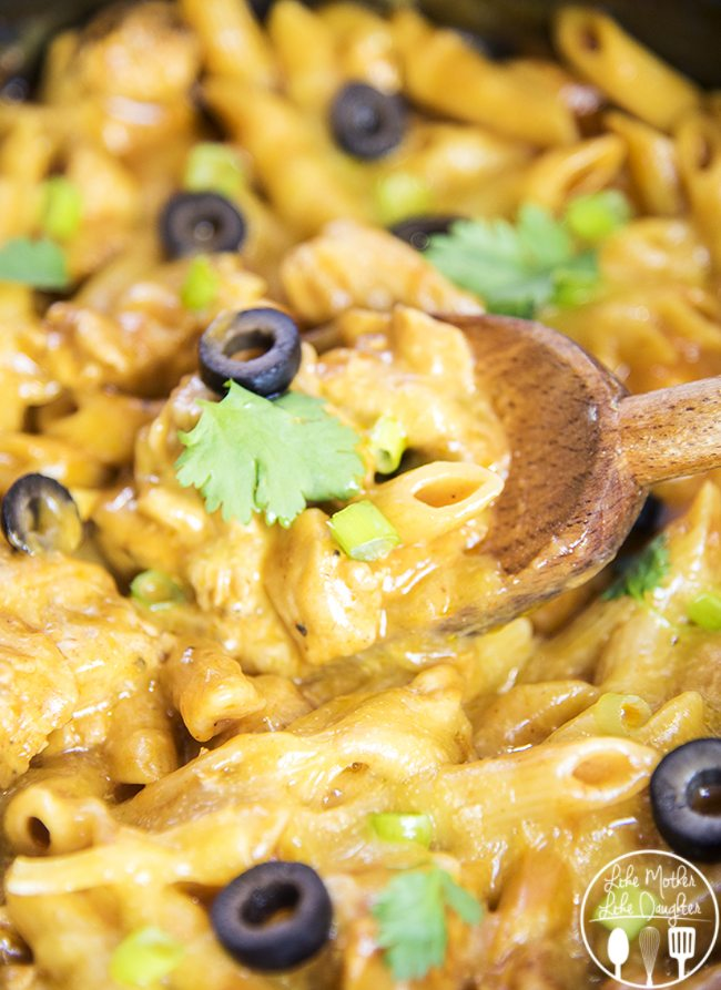 One Pot Chicken Enchilada Pasta - This one pot pasta is easy to make and delicious. It tastes just like chicken enchiladas but with pasta instead of a tortilla. YUM!