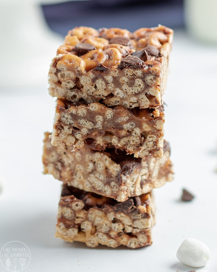 Cheerio bars coated in peanut butter and marshmallow, and full of chocolate chips