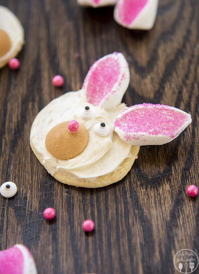 Easter Bunny Cookies - Cute Easter Bunny Cookies that are easy to make and so adorable - perfect for celebrating Easter or the spring season!