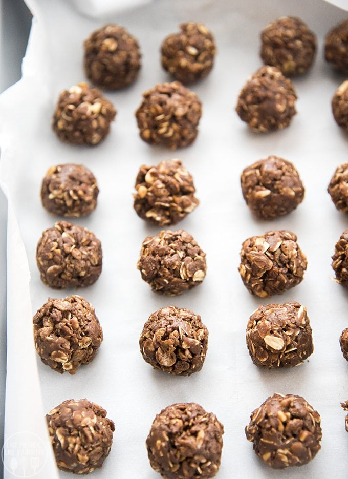 No bake chocolate peanut butter energy ball are made with just a few ingredients and are so easy to make for a perfect healthier snack or treat!