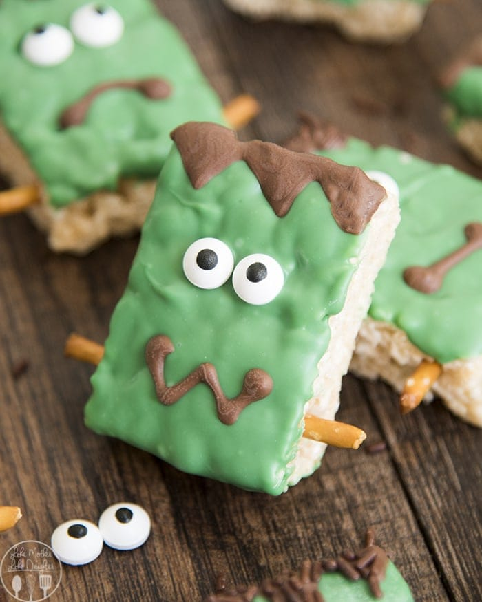 These Frankenstein Rice Krispie Treats are the cutest Halloween treats, with rice krispie treats decorated to look like Frankenstein's Monster, these spooky treats are not only delicious but so fun for Halloween!