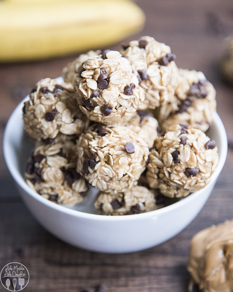 These peanut butter banana energy bites are the perfect bite sized snack, packed with creamy peanut butter, bananas, and mini chocolate chips. These on the go energy balls are so easy to make, and so delicious!