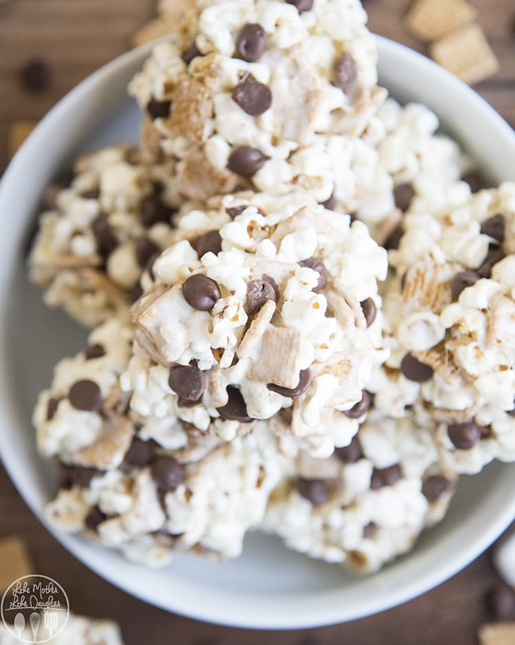 Marshmallow ball with golden graham cereal and chocolate chips