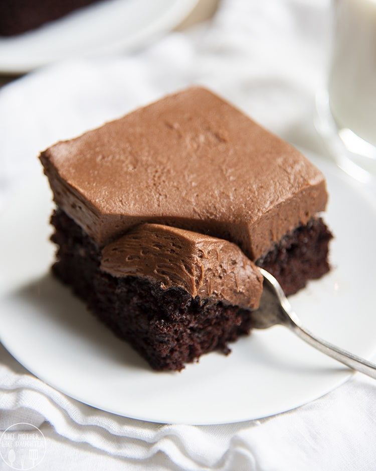 This easy chocolate cake recipe is a true winner! All chocolate lovers will go crazy for it.
