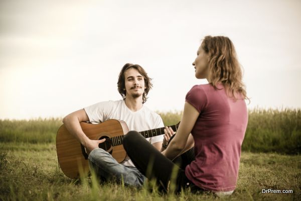 Playing guitar - dating couple