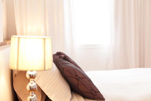 Chambre avec lit queen - Appartement meublé de 3 chambres du Mile-End à Montréal | LM Montréal - Location meublée à Montréal