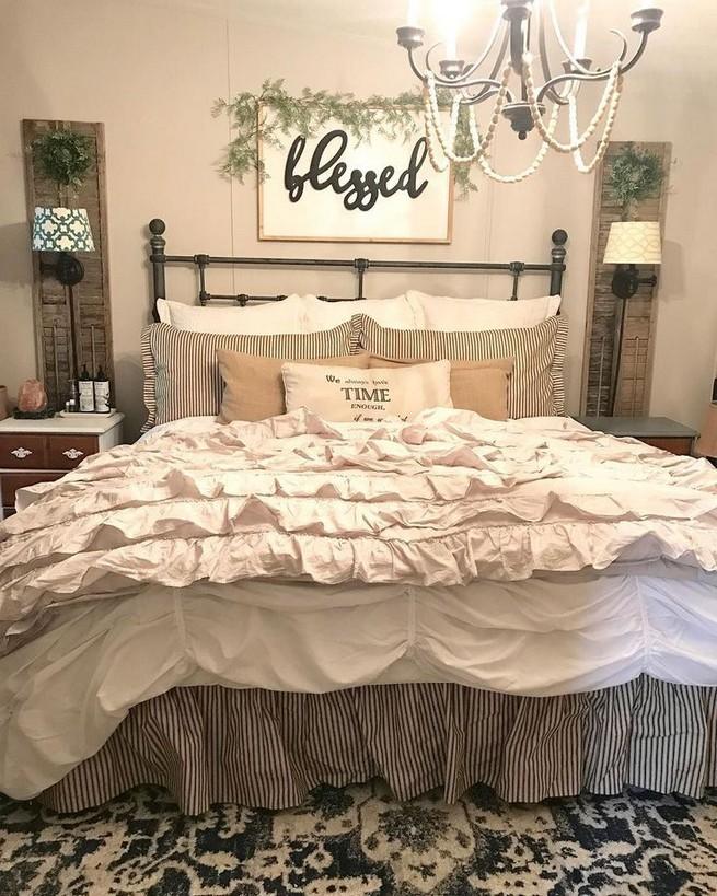 12 Unique Farmhouse Bedroom Remodel Ideas 48