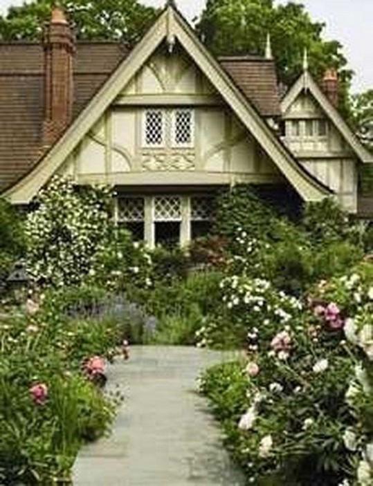 12 Wonderful Cottage House Exterior Ideas 10