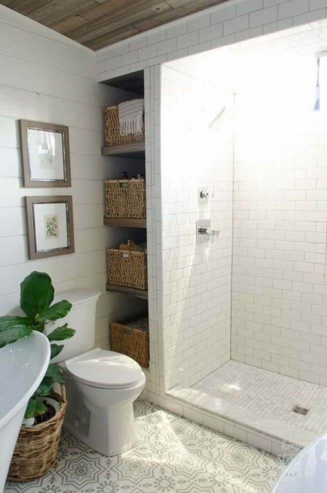 14 Inspiring Small Master Bathroom Decorating Ideas 34