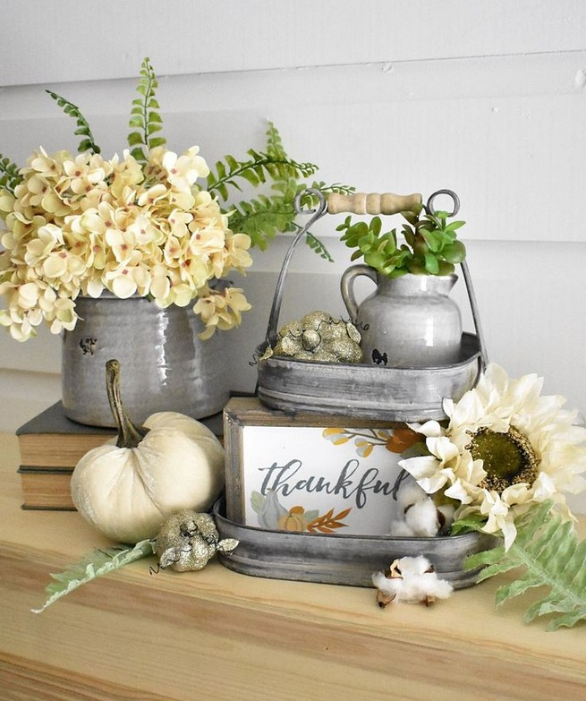 15 Inspiring Farmhouse Fall Decor Ideas 17