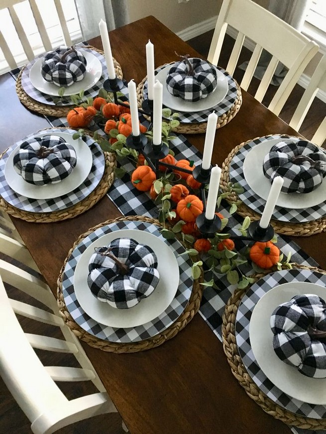 15 Inspiring Farmhouse Fall Decor Ideas 24