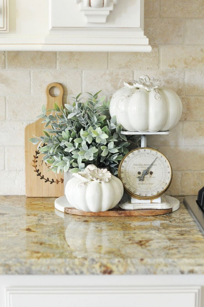 15 Inspiring Farmhouse Fall Decor Ideas 31