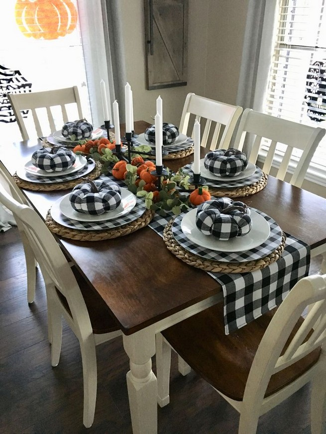 15 Inspiring Farmhouse Fall Decor Ideas 32