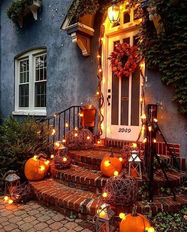 19 Amazing Halloween Porch Ideas 08