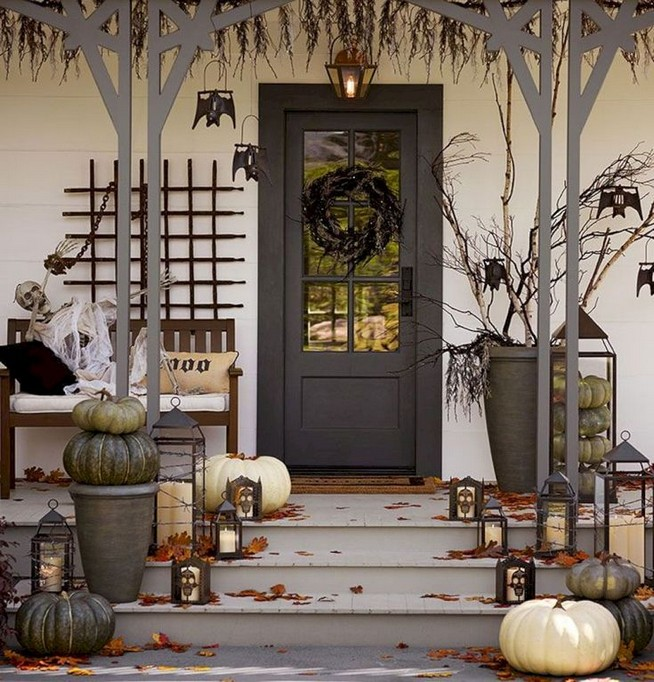 19 Amazing Halloween Porch Ideas 18