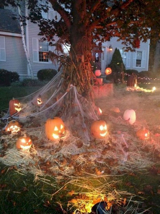 19 Cozy Outdoor Halloween Decorations Ideas 10