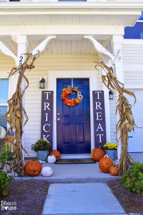 19 Cozy Outdoor Halloween Decorations Ideas 33