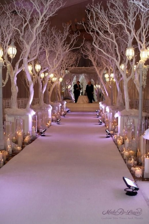 20 Elegant White Winter Wonderland Themed Decoration Ideas 35