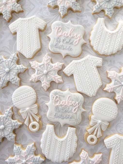 20 Elegant White Winter Wonderland Themed Decoration Ideas 37