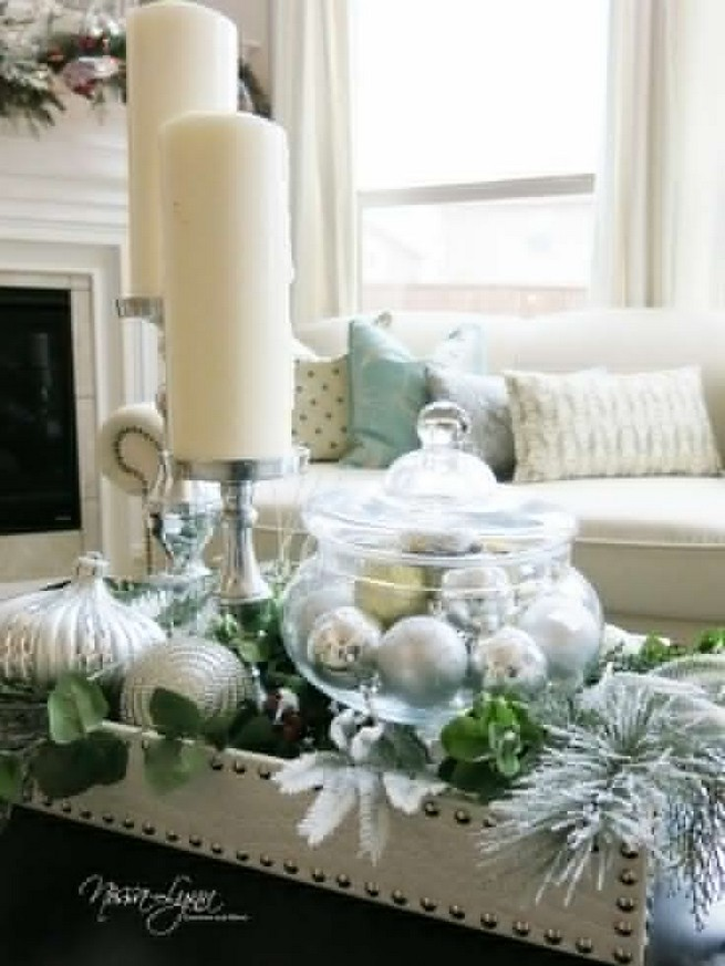 20 Lovely Winter Coffee Table Decoration Ideas 30