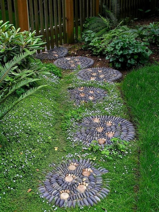 22 Unique Garden Stepping Stone Ideas 46