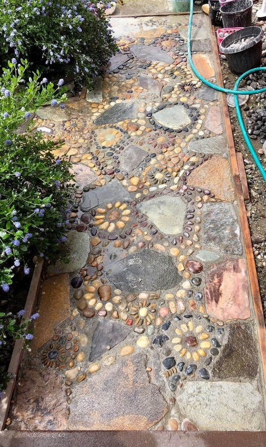 22 Unique Garden Stepping Stone Ideas 48