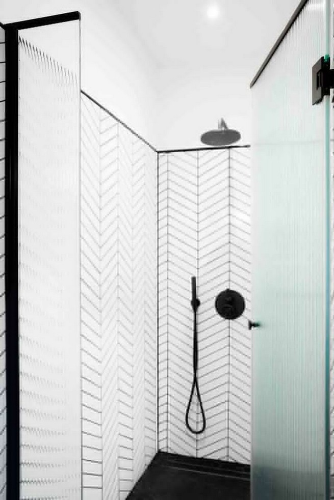 23 Stunning Black Shower Tiles Design Ideas For Bathroom 42