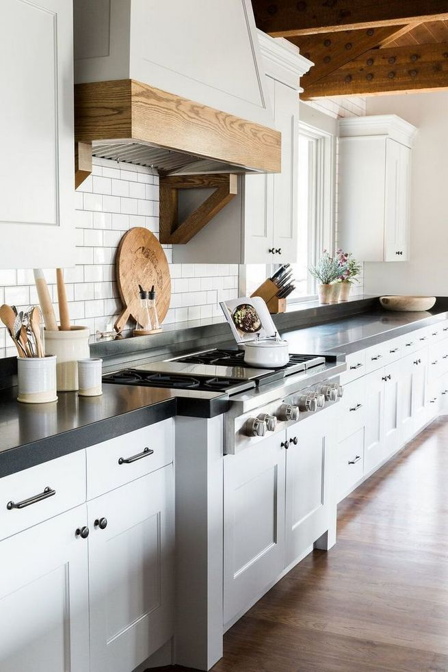 15 Affordable Black And White Kitchen Cabinets 02