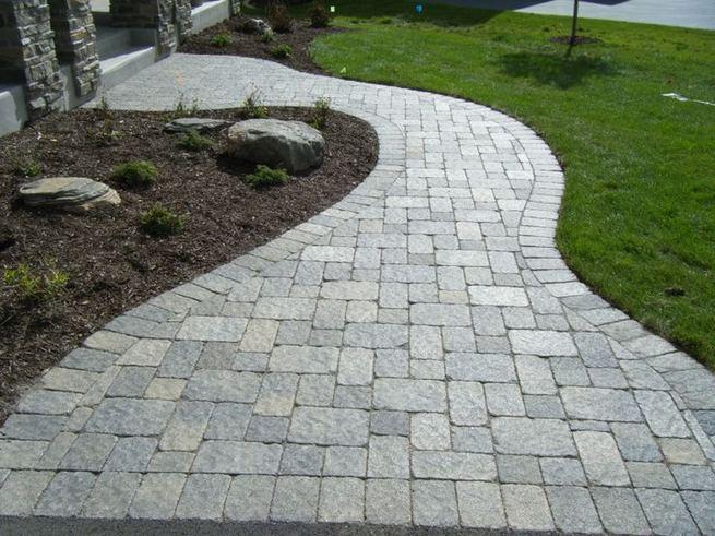 15 Elegant Front Sidewalk Landscaping Ideas 19