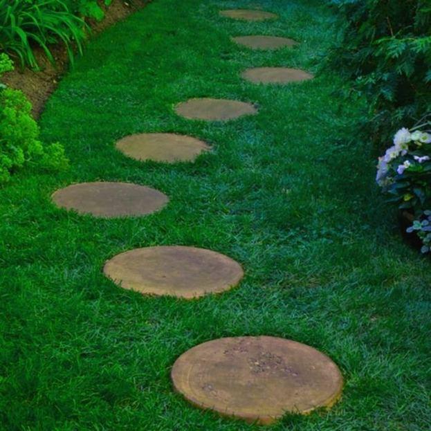 15 Elegant Front Sidewalk Landscaping Ideas 34