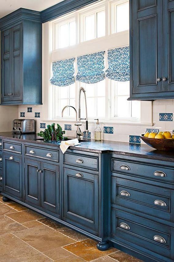 21 Gorgeous Dark Blue Kitchen Cabinets 17