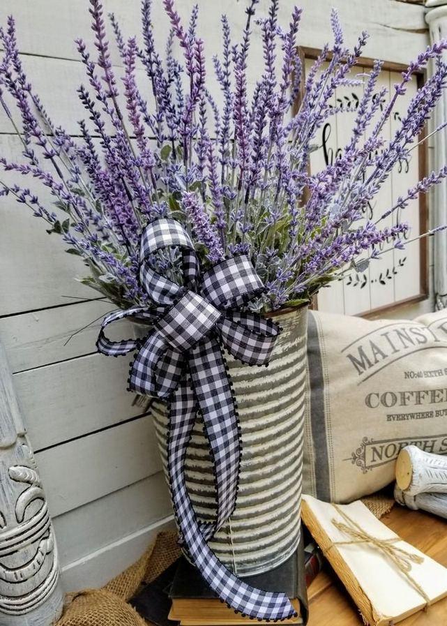 16 Best Alluring Farmhouse Front Porch Decoration Ideas 08